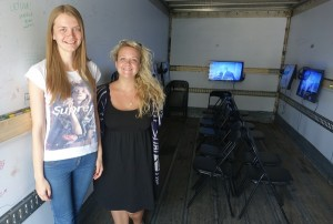 Projekto vadovė V.Plavinskaitė ir jos asistentė R.Ruminaitė.