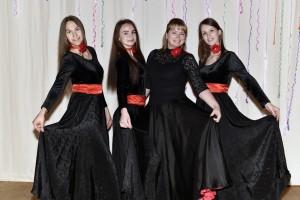 Ilgametės šokėjos Brigita (12 m.), Samanta (10 m.), Vaida (10 m.); 3-ia iš kairės vadovė Asta Gužauskienė+