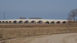 Šlažų tiltas per užliejamas pievas kelyje į Rusnę.