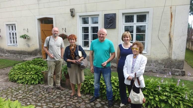 Šilutės gražinimo draugijos nariai ir tarybos narė D.Žebelienė.