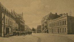 Princo Joachimo (Prinz-Joachim Strasse) gatvės pradžia. Pirmasis pastatas šioje gatvėje – tai Kaizerio viešbutis.