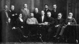 Lietuvių draugijos nukentėjusiems dėl karo šelpti centro komiteto nariai (1915 m.). Pirmininkas M.Yčas - pirmoje eilėje trečias iš kairės.