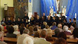 """Pavasarį vykęs """"Vox Libri"""" choro koncertas Šilutės evangelikų liuteronų bažnyčioje."""