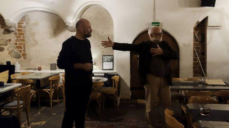 E.Vidrinskas ir jo kolega A.Karalius atidarant parodą Kaune.