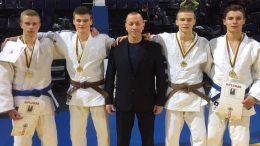 Šilutiškiai sportininkai su treneriu Rimvydas Lukošius.