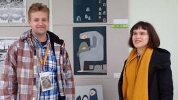 M.Jauniūtė su savo mokytoju A.Sirtautu prie savo darbų Ignalinoje.