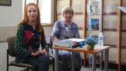 Laima Lavaste ir bendrauti su ja padėjusi Birutė Morkevičienė.
