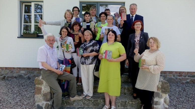Bendra dalyvių, jų mokytojų ir mokymų rengėjų nuotrauka.