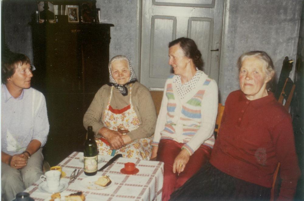 Su giminaitėmis (iš kairės): Traute Gerulis, E.Gerulytė, Marija Skrabienė ir Marija Eicholz.