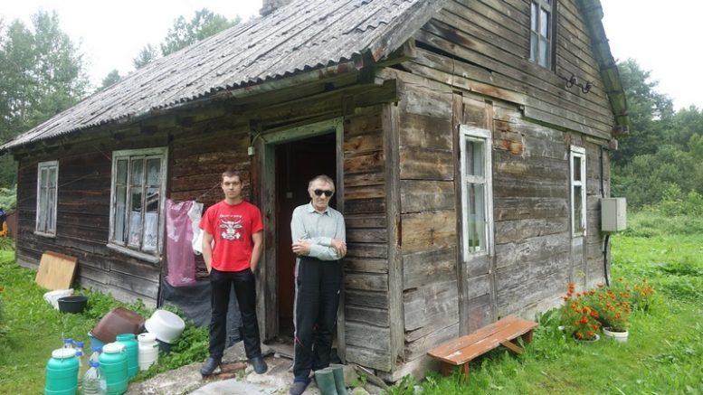 Senųjų gyventojų palikuonis Valdemaras Gerulis su sūnumi Evaldu.