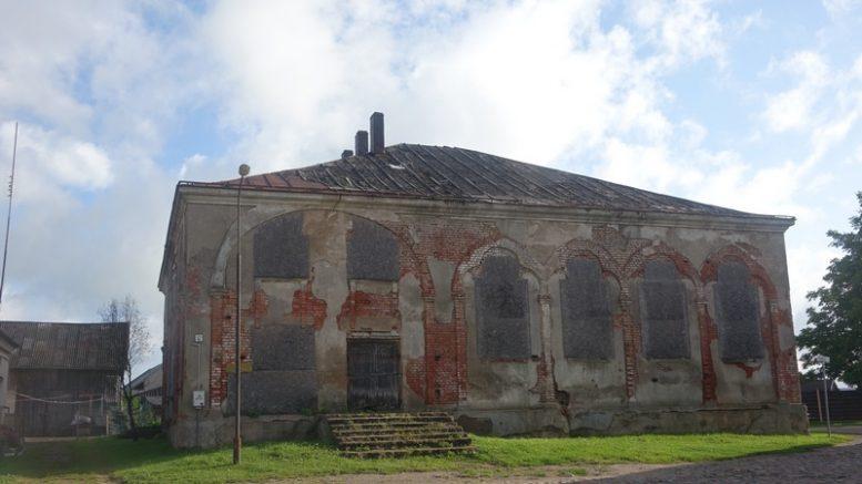 Iš išorės Švėkšnos sinagogos būklė prasta, bet ne dar kritiška.