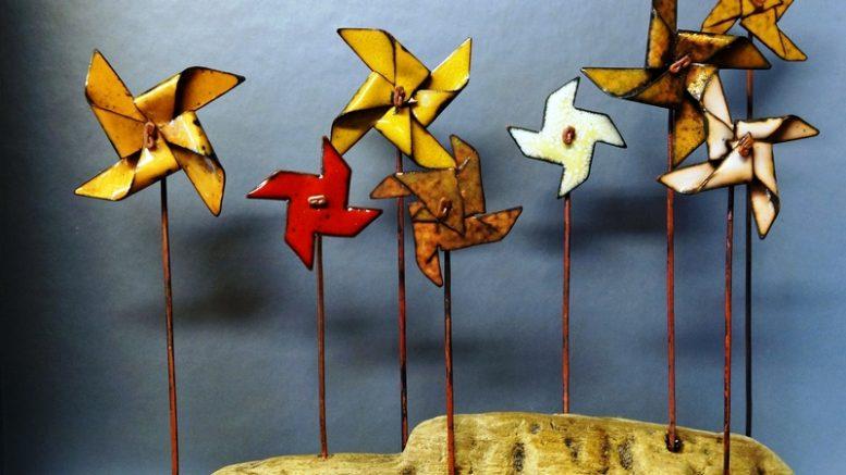 Ankstesnių metų Zojos  Ramanauskienės emalio   miniatiūrų kompozicija.