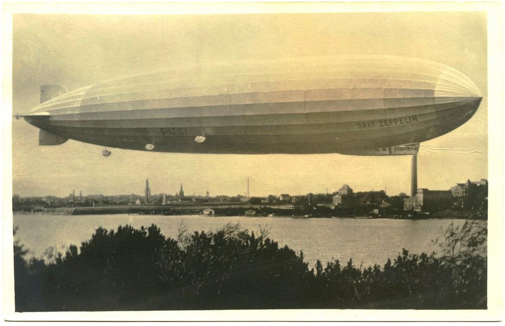 Orlaivis grįžtantis iš Arkties vandenų 1931 m. liepos 27 d. 15 val., 30 min. Skrydis virš Kuršių nerijos, ties Smelte-Hageno kopa. Lietuvos Jūrų muziejaus vaizdų rinkinys.