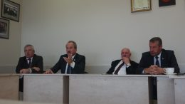 Šilutės rajono vadovai. Iš kairės: mero pavaduotojas A.Bekeris, meras V.Laurinaitis, Administracijos direktorius S.Šeputs ir jo pavaduotojas A.Pozingis.