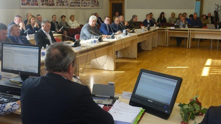 """Šilutės rajono savivaldybės taryba. Nuotrauka iš """"Šilainės krašto"""" archyvo."""