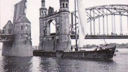 Vytinė plaukia pro karalienės Luizės tiltą prie Tilžės.