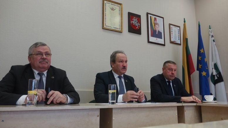 Šilutės rajono vadovai. Iš kairės: A.Bekeris, V.Laurinaitis ir V.Pozingis.