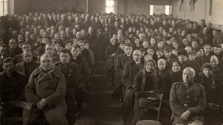 Nepriklausomybės 20-mečio minėjimas Rusnėje. Nuotrauka iš asmeninio Viliaus Koncaičio albumo.