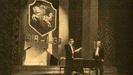 """Šventinis minėjimas Klaipėdos miesto teatre 1938 m. vasario 16 d. Nuotrauka iš Klaipėdoje leisto laikraščio """"Darbininkų balsas""""."""