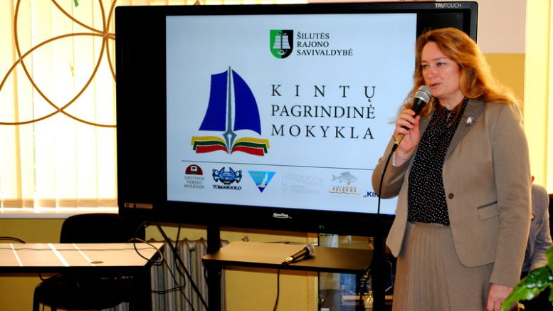 Kintų pagrindinės mokyklos direktorė A. Gužauskienė.