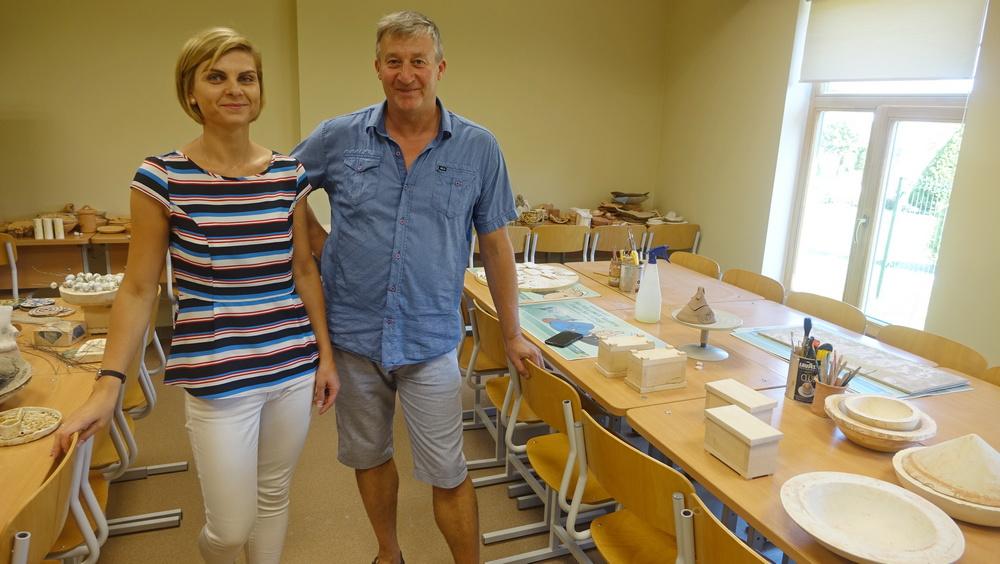 V.Binkulienė ir V.Bliūdžius keramikos klasėje.