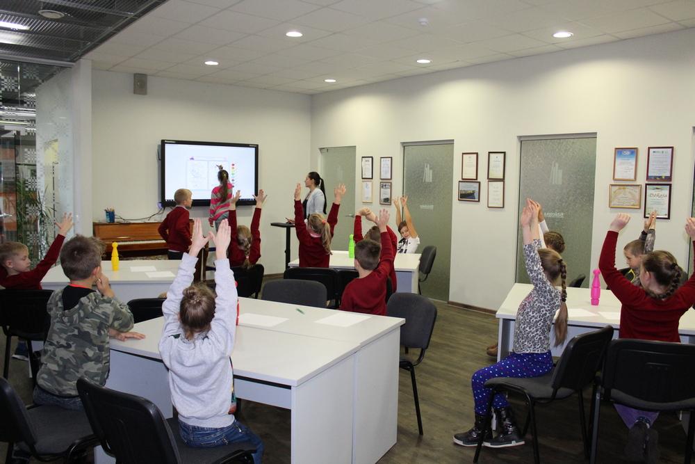 Mokiniai aktyviai dalyvauja interaktyviame žaidime
