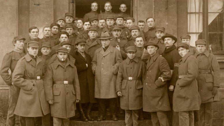 Klaipėdos sukilimo dalyviai. Iliutracija iš Šilutės H.Šojaus muziejaus fondų.