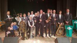 """Bendra """"Blėkvario"""" ir """"Pamario brass"""" orkestrų ir varžytuvių dalyvių fotografija. Judrės Railienės nuotrauka."""