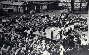 """Bokso varžybos Macikų karo belaisvių stovykloje """"Stalag Luft VI"""". ŠHŠM MAFF, skyrius 77, inv. Nr. 151"""
