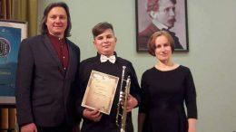 Po konkurso. Iš kairės - mokytojas G. Raila, M.Dirgėla ir koncertmeisterė G. Augaitytė.