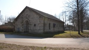 Iki šių laikų išlikęs Macikų lagerio karceris. Dabar jame nedidelis šios vietos muziejus. 2019 m. Fotografavo Ignas Giniotis.